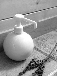 画像3: 【Globe】グローブ シャワーボトル 除菌 無地 磁器 丸 ディスペンサー 詰替え容器 日本製 ロロ LOLO 350ml ウィルス対策 インフルエンザ予防 (3)