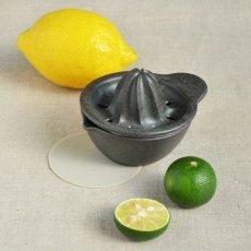 画像4: 【SHIKIKA】しぼり揃え 暮らしの小道具 スマートキッチン ミニアイテム しぼり レモン搾り ミニ 白 黒 小さい ツール 磁器 ロロ LOLO 日本製 (4)
