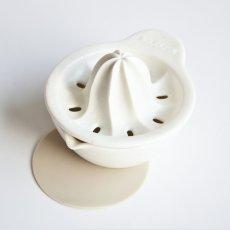 画像5: 【SHIKIKA】しぼり揃え 暮らしの小道具 スマートキッチン ミニアイテム しぼり レモン搾り ミニ 白 黒 小さい ツール 磁器 ロロ LOLO 日本製 (5)