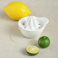 画像3: 【SHIKIKA】しぼり揃え 暮らしの小道具 スマートキッチン ミニアイテム しぼり レモン搾り ミニ 白 黒 小さい ツール 磁器 ロロ LOLO 日本製 (3)