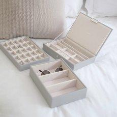 画像3: 【STACKERS】ジュエリーボックス 選べる3個セット  ペブルグレー gray グレイ グレー 蓋つき スタッカーズ ジュエリーケース ジュエリートレイ 重ねる 重なる アクセサリーケース イギリスデザイン ロンドン JEWELLRY BOX (3)