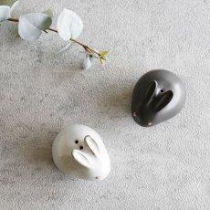 画像4: 【アイ・クラフト】 うさぎ ソルト&ペッパー 塩 こしょう /ウサギ/黒うさぎ 白うさぎ 兎/陶器/日本製 ハンドペイント インテリア (4)