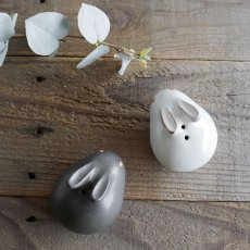 画像2: 【アイ・クラフト】 うさぎ ソルト&ペッパー 塩 こしょう /ウサギ/黒うさぎ 白うさぎ 兎/陶器/日本製 ハンドペイント インテリア (2)