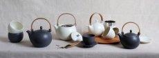 画像6: 【SALIU】結 YUI 土瓶 急須 600ml 陶器/磁器/白磁/丸い/かわいい/可愛い/美濃焼/急須/日本製/ティーポット おしゃれ かわいい きゅうす 茶こし 取っ手 人気 おすすめ  (6)