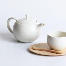 画像5: 【SALIU】結 YUI  ティーポット 330ml 白 灰 ホワイト グレー 急須 陶器  磁器 白磁 丸い かわいい 可愛い 美濃焼  日本製 ティーカップ LOLO ロロ おしゃれ  茶こし 人気 おすすめ デザイン 紅茶のための茶器 (5)
