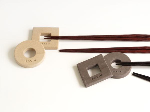 画像1: 【SALIU】箸置き 丸・角/レスト/四角/オフホワイト/ダークブラウン/陶器製/日本製/手作り (1)