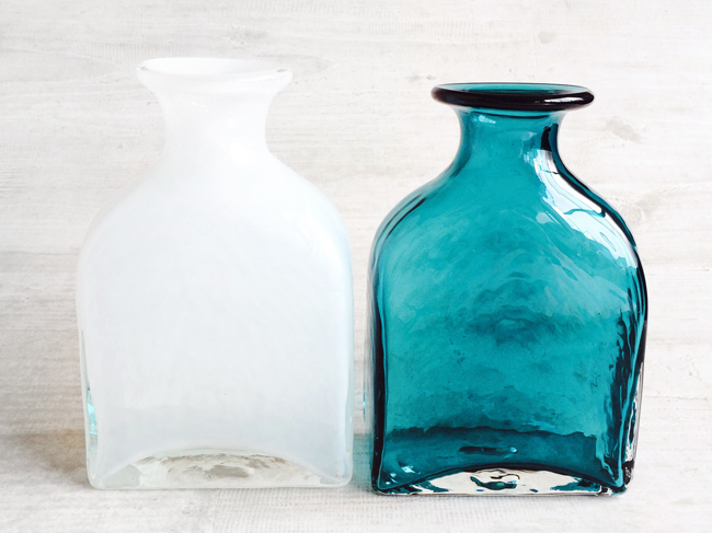 画像1: 【フラワー】クラシックビン L/ターコイズブルー/ホワイト/花瓶/フラワーベース/オブジェ/花器/花瓶/ガラス/中国製 (1)