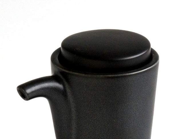 画像1: 【SHIKIKA】お醤油さし専用蓋 /単品/部品販売/白/黒/LOLO/磁器/日本製  (1)