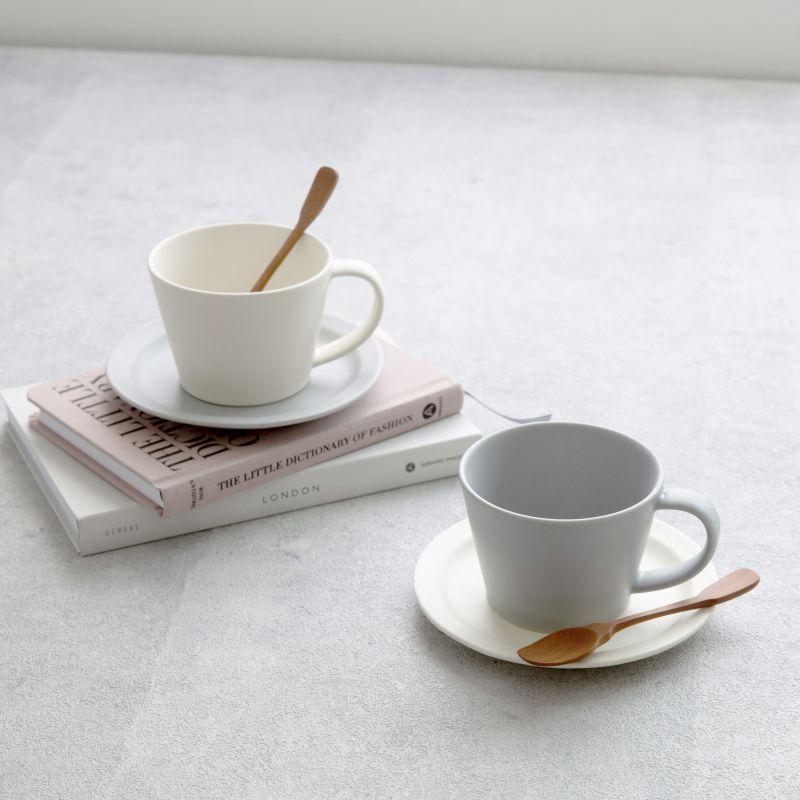 画像1: 【GIFT COLLECTION】A SAKUZAN DAYS Sara ストライプ カップ&ソーサー スプーン セット 新生活セット ギフト クリーム グレー Stripe Cup&Saucer コーヒーカップ/サラ/カフェ/磁器/日本製/陶器 ギフトコレクション (1)