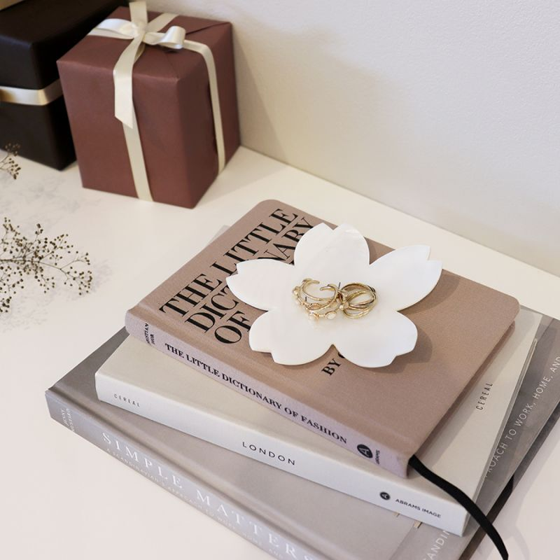 画像1: 【Pearl Collection】桜 シェルプレート 小皿 貝 パール  白貝 小物入れ SAKURA  花   (1)