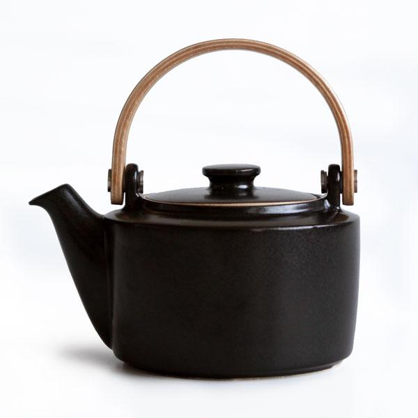 画像1: 【SALIU 】祥-SYO- 土瓶型 急須 /黒/木製ハンドル/功山窯/美濃焼/日本製/ティーポット おしゃれ かわいい きゅうす 茶こし 取っ手 人気 おすすめ (1)