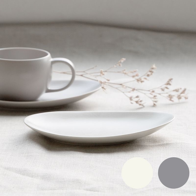 画像1: 【SALIU】結 YUI  ティープレート ソーサー 茶托 陶器  磁器 白磁 丸い かわいい 可愛い 美濃焼 急須 日本製  LOLO ロロ  おしゃれ 紅茶のための茶器 人気 おすすめ デザイン (1)
