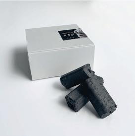 灰も煙も少ないグリル専用オガ炭。燃焼時間が長いのが特徴です。
