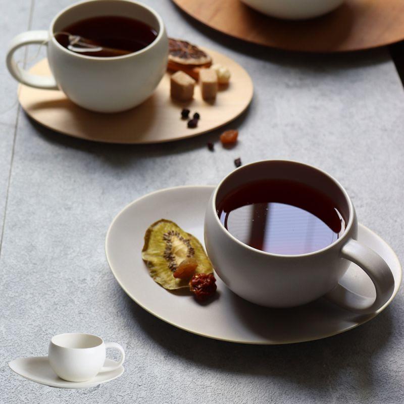 画像1: 【SALIU】結 YUI  ティープレート ソーサー 茶托 ティーカップ 湯飲み ソーサー 茶托 陶器  磁器 白磁 丸い かわいい 可愛い 美濃焼 急須 日本製  LOLO ロロ  おしゃれ 紅茶のための茶器 きゅうす 茶こし 人気 おすすめ デザイン (1)